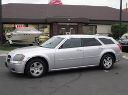 2005 Dodge Magnum - Information and photos - MOMENTcar