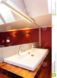 Doppio lavandino in bagno moderno fotografia stock immagine