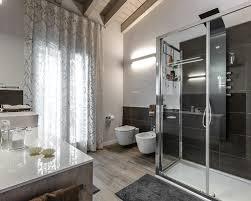 Pavimento Scuro Bagno : Foto e idee per stanze da bagno stanza con pavimento in