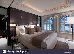 Schlafzimmer Beleuchtung Mit Schwarzen Säumten Wände In London