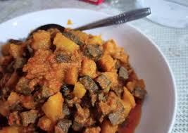 Kupas kentang dan potong dadu kecil2 lalu goreng, cuci bersih hati ayam rebus dg daun salam setelah matang dan dingin potong2 Resep Sambal Goreng Kentang Ati Sapi Santan Bikin Ngiler Kuali Emak