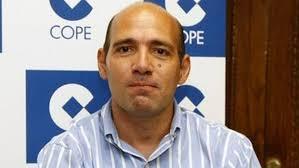 Después de un año en Estados Unidos tras la polémica sobre el dopaje en el Barcelona, el periodista Juan Antonio Alcalá ha vuelto esta temporada a la cadena ... - Juan-Antonio-Alcala_ECDIMA20131007_0014_4