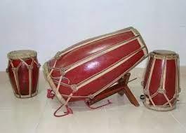Pada umumnya dalam dunia musik ada 3 jenis alat musik yaitu alat musik ritmis, alat musik harmonis dan alat musik melodis. 6 Traditional Rhythmic Musical Instruments In Various Regions
