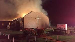 Resultado de imagen de iglesias ardiendo en charleston
