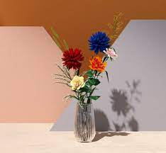 Pin by Akua Pipim on Photo Web/Style Inspo | Design, Glass vase, Decor