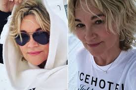 There are two subjects in. Anthea Turner Debuts New Curly Hair Do As She Enjoys Getaway In Sweden Irish Mirror Online