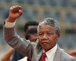 """اقتباسات المشاهير בטוויטר: """". . ليس حراً من يهان أمامه إنسان و لا يشعر  بالإهانه .. . . - نيلسون مانديلا .… """""""