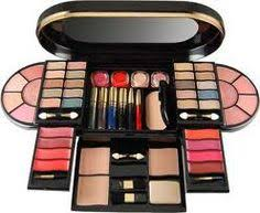 makeup kits are available in various sizes and hence you can one according to