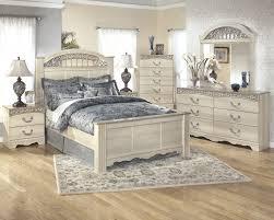 Catalina 7 Pc. Bedroom - (3 Pc. Queen Poster Bed, Dresser, Mirror, Chest & Nighstand)