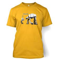 Este unul dintre numeroasele modele originale pe care le puteți comanda în magazinul nostru. Banksy I Am Your Father T Shirt Somethinggeeky