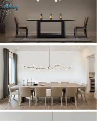 Moderne Lampen über Esstisch