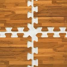 displays2go interlocking floor mats with wood grain pattern 10 x 10 floor cover