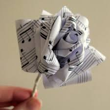 Tanti tutorial creativi con carta e cartoncino.