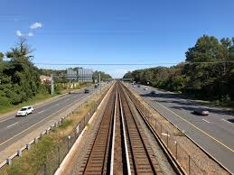 File:2018-10-23 13 10 57 View east along Interstate 66 and the Orange Line  of the Washington Metro from the overpass for Virginia Lane (Virginia State  Route 719) in Idylwood, Fairfax County, Virginia.jpg - Wikimedia Commons