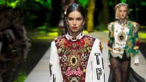 <b>Dolce</b> & <b>Gabbana</b> Spring 2017 Ready-to-Wear Collection - Vogue