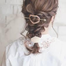 大人っぽくも乙女にもナチュラルかわいい三つ編み編み込みヘア