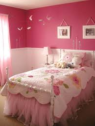 ... Cute and cozy girls' bedroom idea in pink