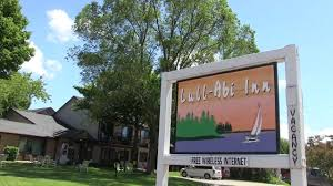 Lull-Abi Inn | Egg Harbor | Door County Lodging - YouTube