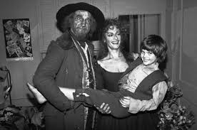 ron moody multi talented star of oliver the twelve chairs the moody s only appearance on broadway was playing fagin in the 1984 revival patti lupone as nancy and braden danner as oliver twist