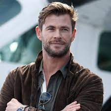 "Chris Hemsworth's Son Calls Him His ""Special Friend"" in Adorable Note - E!  Online Deutschland"