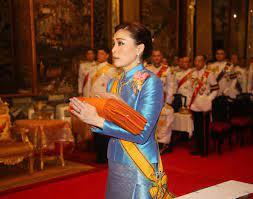 ปลื้มปีติ พระราชินีสุทิดา ทรงพระราชหฤทัยตั้งมั่น ทรงครองพระสติ  ทำให้คนไทยปลื้มปีติ ทั้งทรงงาน และ ฉลองพระองค์ชุดไทย พระสิริโฉมงดงาม
