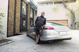Siyabonga nomvethe è un calciatore sudafricano, attaccante dell'uthongathi. Benni Mccarthy S Dream Team More