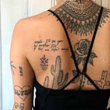 As mulheres mais ousadas gostam de fazer grandes tatuagens, que vão das costelas às coxas. 250 Fotos De Tatuagem Feminina Delicadas 2021 No Braco Antebraco