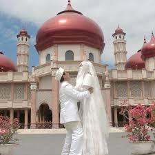 Pasalnya pasangan yang menikah dengan proses taaruf tersebut dikenal sebagai pasangan romantis. Shalihah Dan Menawan Busana Pernikahan Syar I Dengan Niqab Ini Akan Membuat Kamu Semakin Terlihat Mempesona Di Hari Bahagia Kamu Tertarik Ikuti Steffifauziah S Blog
