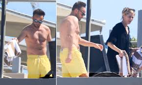 Ant McPartlin relaxes by the pool in Australia | Daily Mail Online