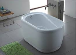 Small bathtub a freestanding variant