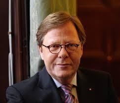 Willibald Cernko, Chef der UniCredit-Tochter Bank Austria, hat für das Geschäftsjahr 2013 den Rekordverlust von 1,6 Milliarden Euro gemeldet, nach 419 Mio. - Willibald-Cernko-Credit-peterrigaud.com-Bank-Austria