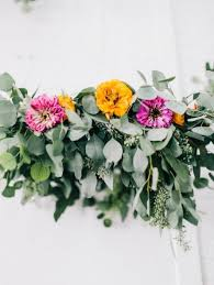 simple yet lovely diy flower wedding chandelier weddingomania weddbook