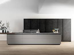 GENIUS LOCI Küche mit Kücheninsel by VALCUCINE Design Gabriele