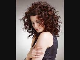 Image Coiffure Cheveux Bouclés Coupe De Cheveux Femme
