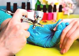 Airbrushing Na Nehty Trend 2019 Manikúra Design Foto
