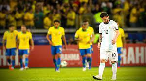 """مباراة البرازيل ضد الأرجنتين.. ميسي يهاجم التحكيم بعد الخسارة ويحسم مستقبله  مع """"التانغو"""""""