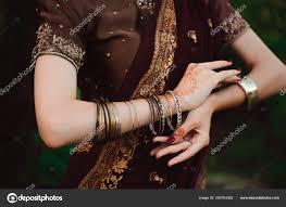руки женщина с черной менди татуировки руки девушки индийский