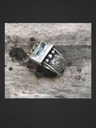 rockin out jewelry silverado ring this elegant sterling silver ring features engraving along the sides with a 10 x 5 mm baguet