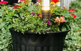 flower pot makeover with spray paint