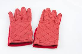 CHANEL red leather quilted gloves size 7.5 | Penny Pincher Boutique & CHANEL red leather quilted gloves size 7.5 Adamdwight.com