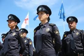 Из милиции в полицию опыт Грузии ua Для службы в патрульной полиции диплом вуза не обязателен Любое повышение по службе только после курса переподготовки Конкурс в школу более 10 человек