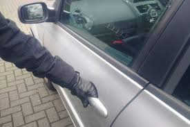 This is the advice on whether you should lock your car doors when