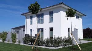 Groe Fenster Perfect Hausfassade Weiss Fenster Grau Hausfassade