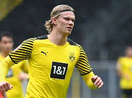 Born 21 july 2000) is a norwegian professional footballer who plays as a striker for bundesliga club borussia dortmund and the norway national team.a prolific goalscorer, haaland is recognised for his pace, athleticism and strength, earning him the nickname the terminator by many of his admirers.he is considered to be one of the best strikers. 175 Millionen Euro Premier League Gigant Fc Chelsea Will Bvb Sturmer Erling Haaland Unbedingt