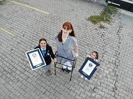 Guinness-Buch der Rekorde: Rumeysa Gelgi zur größten Frau der Welt gekürt -  DER SPIEGEL