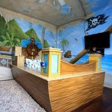 pirate decor for a little boys room love the bed