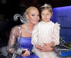 Анастасия Волочкова онлайн биография и семейное Анастасия Волочкова с дочкой
