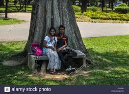 Couple srilanka live park