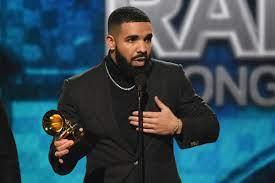 Dieses Outfit kostete Drake eine ...