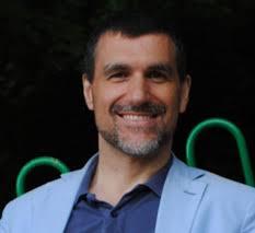 Diego Ruiz Tengo 43 años, nacido en Madrid, soy hijo de malagueño y de venezolana. Estoy casado desde 2002 con una polaca. Tenemos dos hijos de 2 y 4 años. - DR001